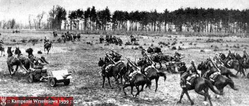 Zdjęcie przedstawia manewry w okresie międzywojennym